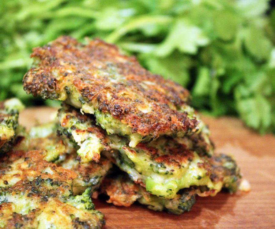 Broccoli parmesan fritter opskrift - Madkogebogen